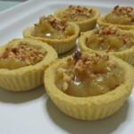 Tartelette di Kamut con crema aromatizzata alla mandorla e marmellata di visciole